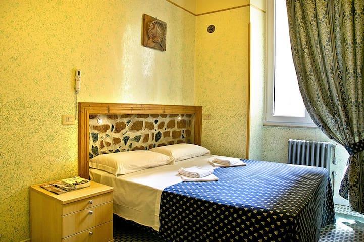 Graziosa stanza vicina al Colosseo - Roma - Bed & Breakfast