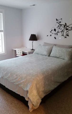 Cozy room with private bathroom - Raleigh - Dům