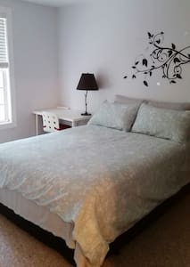Cozy room with private bathroom - Raleigh - House