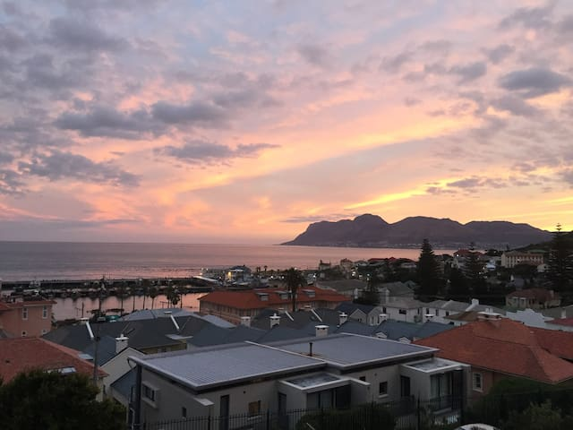 Awesome ocean-view suite in Kalk Bay home
