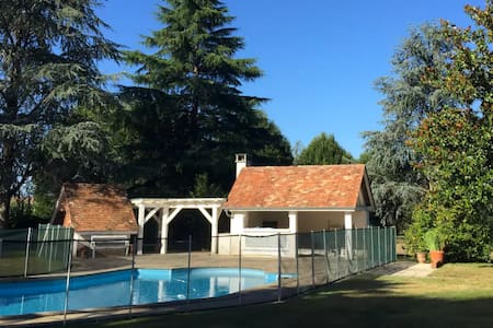 2-bed gite + pool, garden & mountain views! - Navarrenx - Vendégház