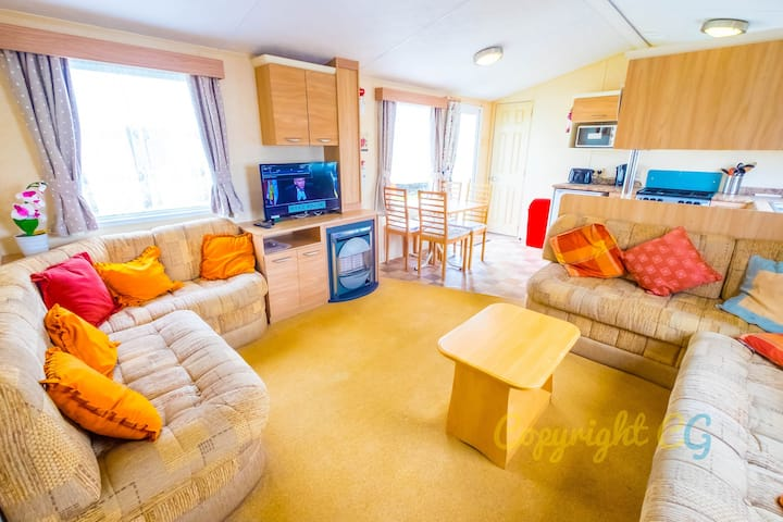WW165 - Camber Sands Holiday Park - Sleeps 6 - 2 Bedrooms - Ensuite - Open Plan Kitchen