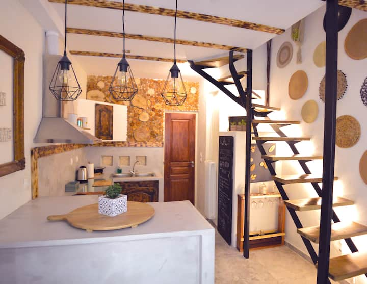 Τhe Rustic Home 24/h transfer to city and airport