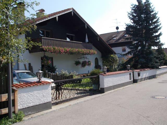 72m² in83052 (zw.München+RO) +Kinder,Hund,LKW