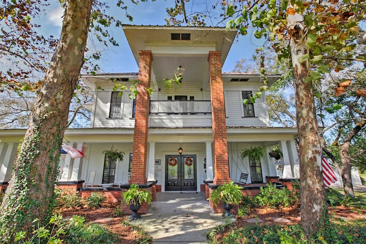 Historic Huntington Home on 1000 Acres w/Lake View
