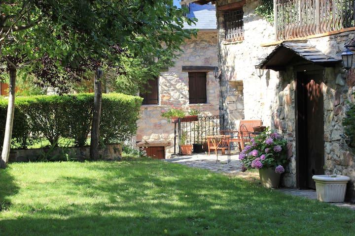 Apartamento Perdiguero con jardín ( CASA TORRES )