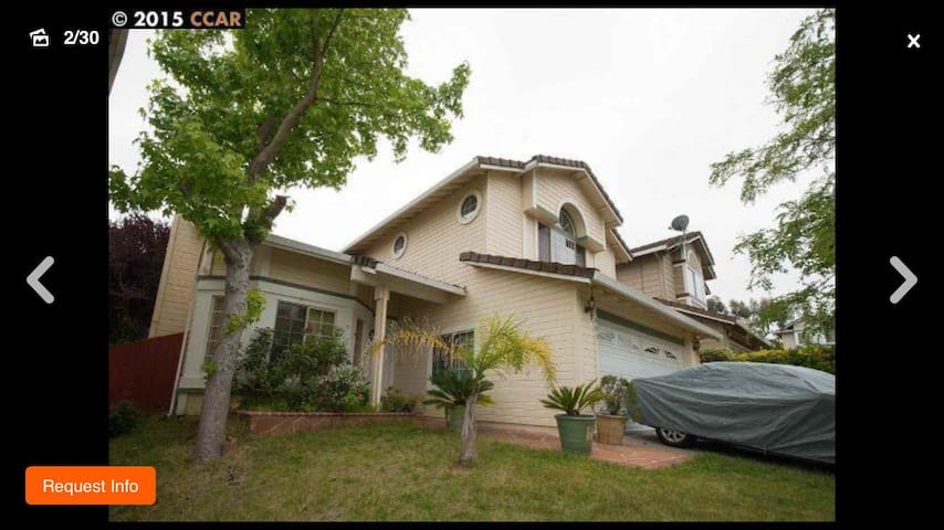 Charming House w/ Spacious bedroom - Pinole - Casa