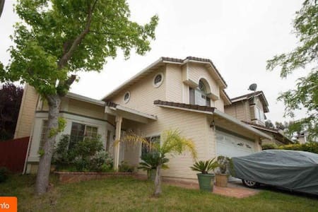 Charming House w/ Spacious bedroom - Pinole - Dom