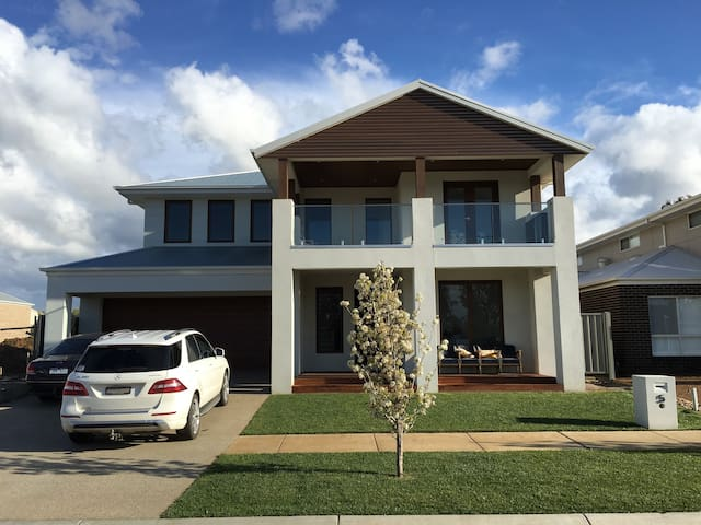 Luxury by the Lake - Yarrawonga