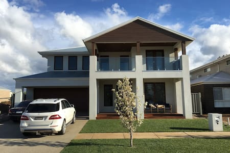 Luxury by the Lake - Yarrawonga - House