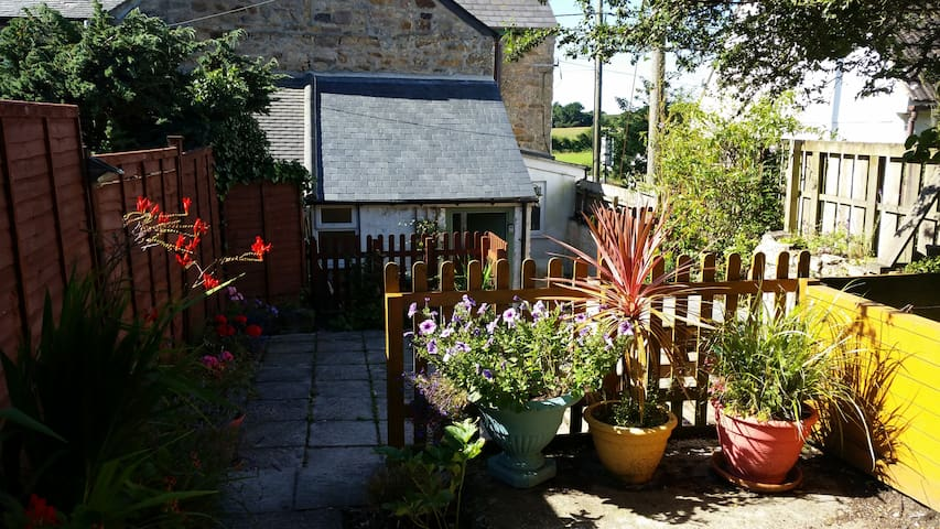 Cottage, 6 bed, quiet village, 5 min from coast. - Ludgvan - Casa