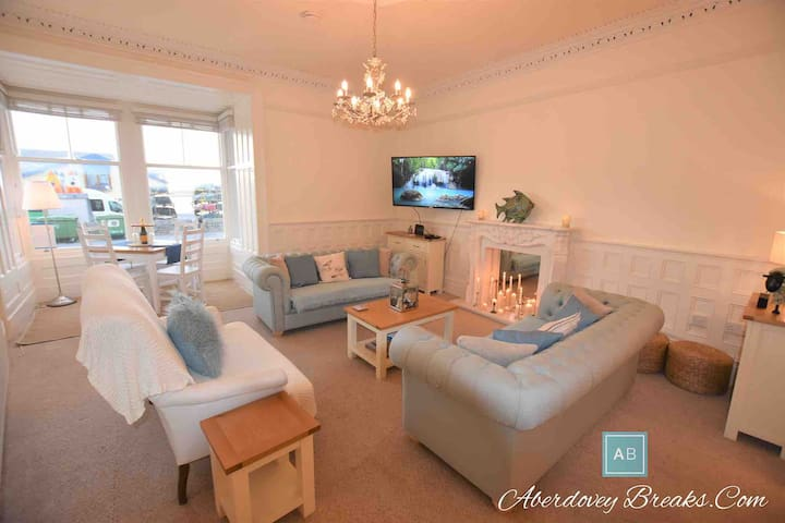 Luxurious Seafront ground floor Apartment