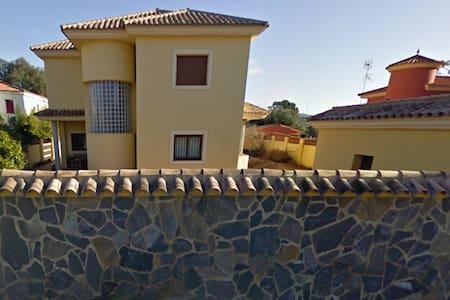 Chalet con piscina, barbacoa y muelle privado - Los Barrios