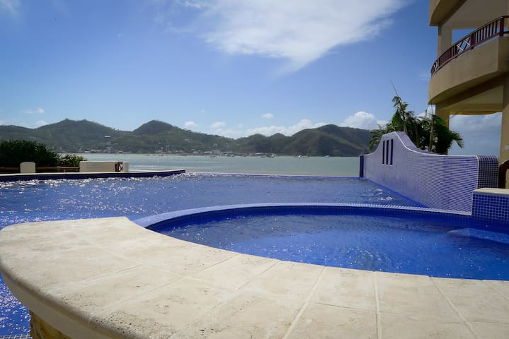Beachfront Condo w Amazing Views, Walk to Town - San Juan del Sur - Apto. en complejo residencial