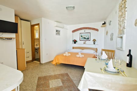 APARTMENT OLD STONE HOUSE - A2 - Bol - Διαμέρισμα