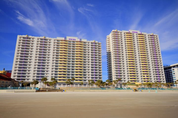 Two Bedroom Luxury Condo, Daytona Beach (A774)