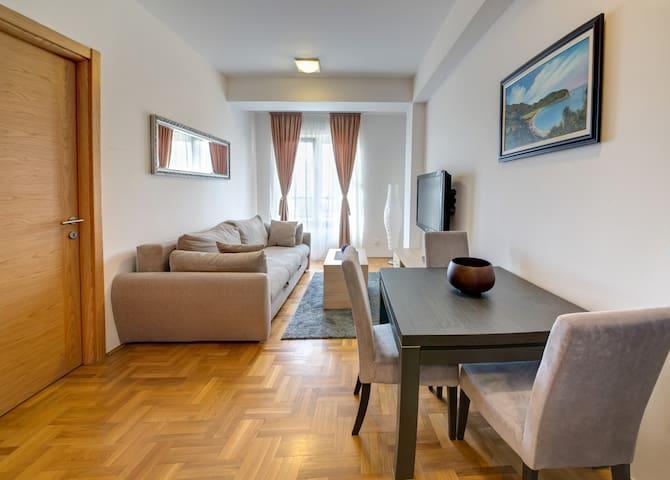 Apartment 28