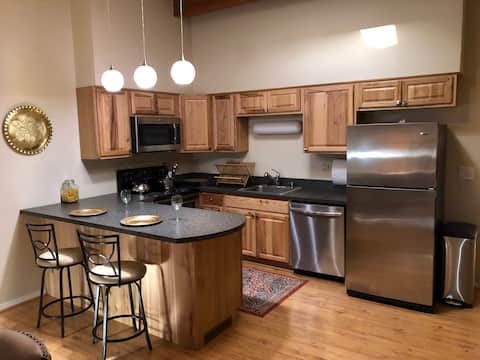 Cozy Denver Townhouse, Minutes from Everything!