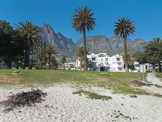 Deluxe 1 Bed Apartment Camps Bay (No Children) POB