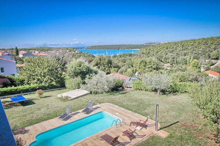 Great Apartment 400 meters to beach with pool, jacuzzi