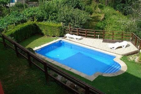 Casa rural con piscina privada,  jardín y barbacoa