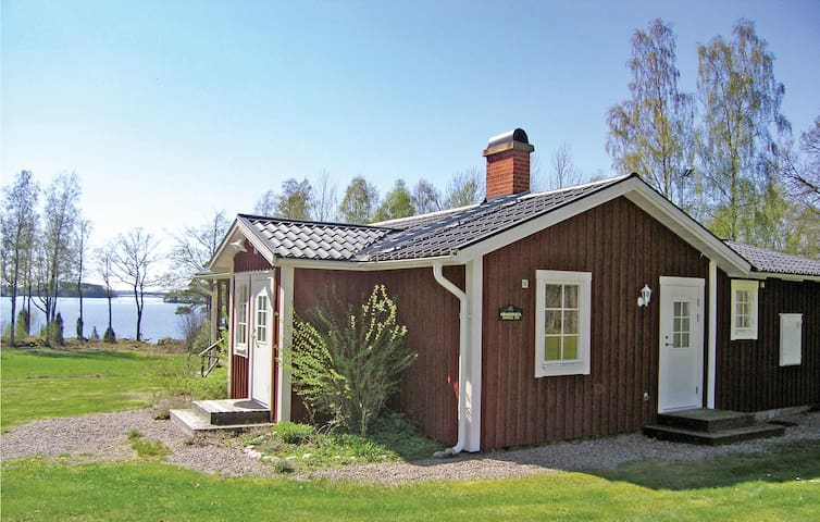 Holiday cottage with 2 bedrooms on 65 m² in Hovmantorp