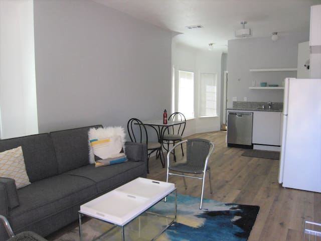 Modern Apt at Convenient Location - Just Renovated