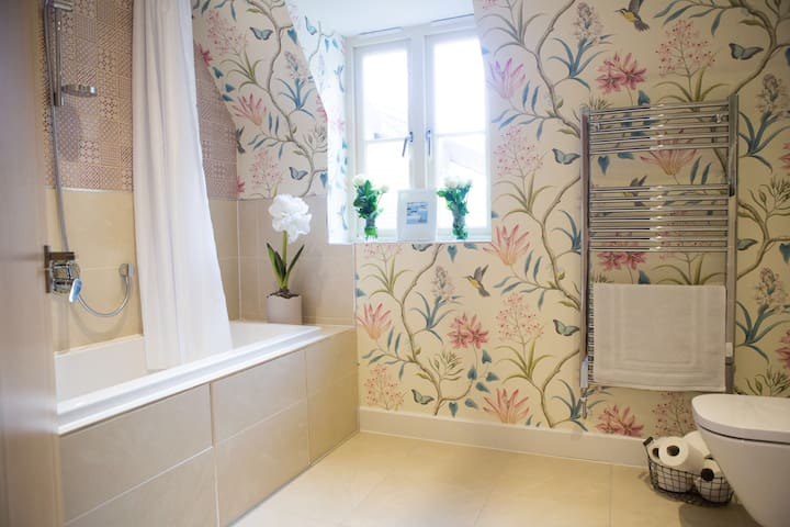 Lovely double with bath/shower room - Somerset - บ้าน