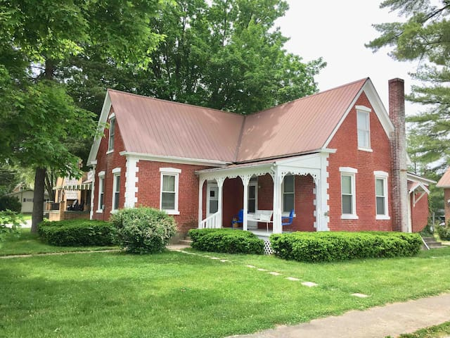 Wooden Shoe Haus. Folk Victorian & Family Friendly