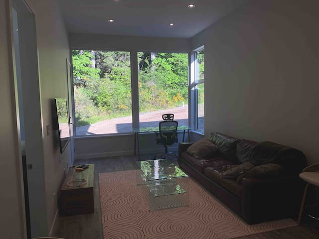 Peaceful 1 Bed Suite off Prospect Lake