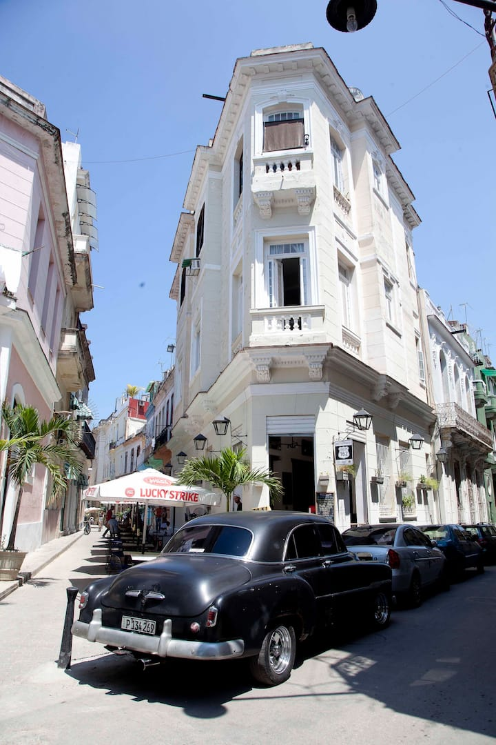 Chacon Up, old Havana apartment