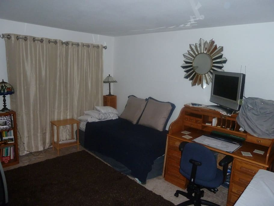 Room transformed to Business type! Just Ask! 1 Bed, 2 Beds, or King size! Has private bath also!