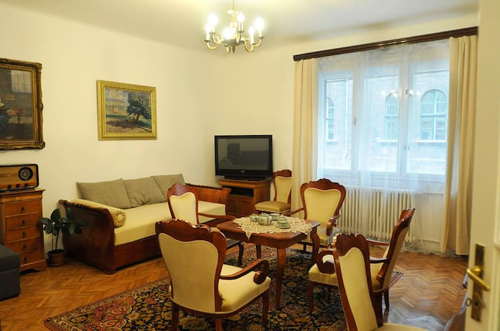 Classic, family friendly home by the Buda Castle - Budapest - Apartment