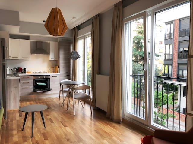 Stylish, Brand New apartment from SuperHost