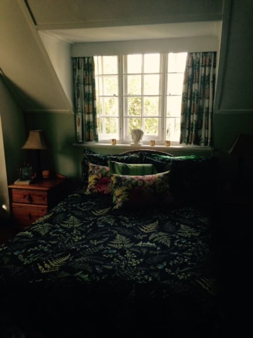 Large Double Bedroom with few of back of Table Mountain.