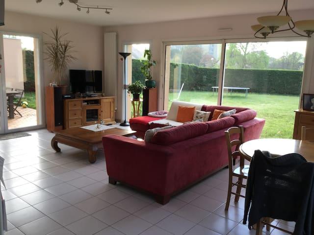 Maison au calme proche ville - Lons - Casa