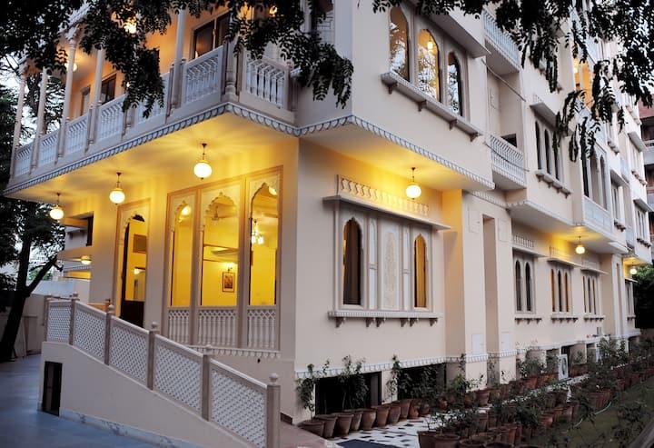 Studio @ Om Niwas Suite Hotel