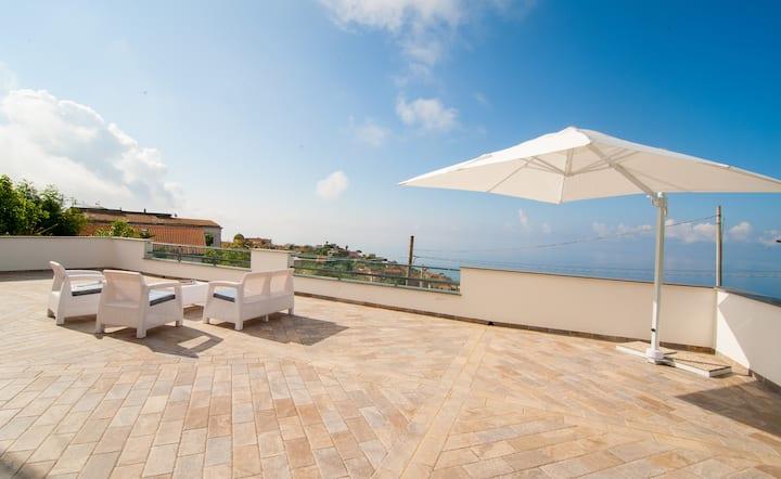 Villa I Gelsi (with sea view)