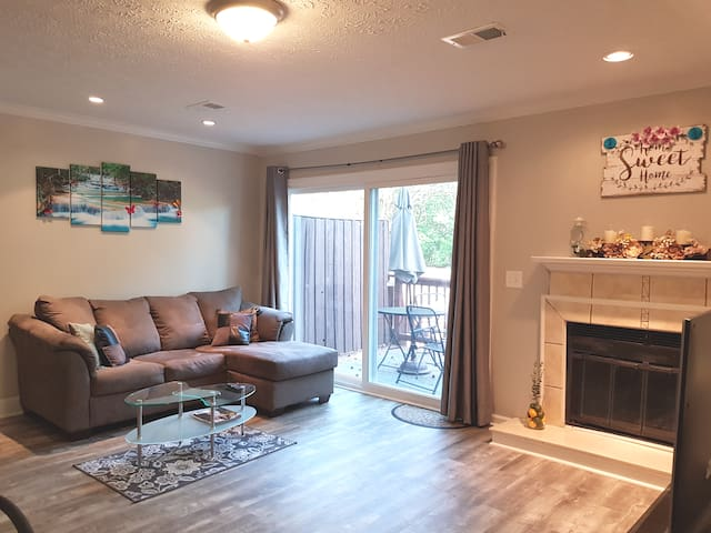 !!Remodeled Stylish Home Near BRAVES & Shopping!!