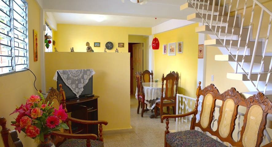 Valia Vacation Apt. The best for 1 couple. w/WiFi