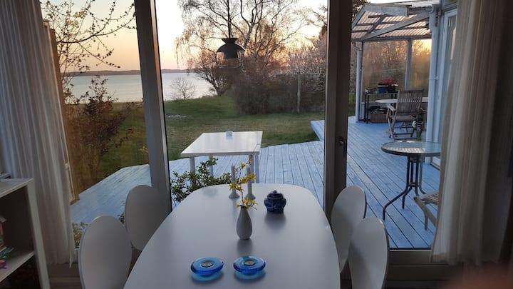 Beach house, excellent connections, quiet location