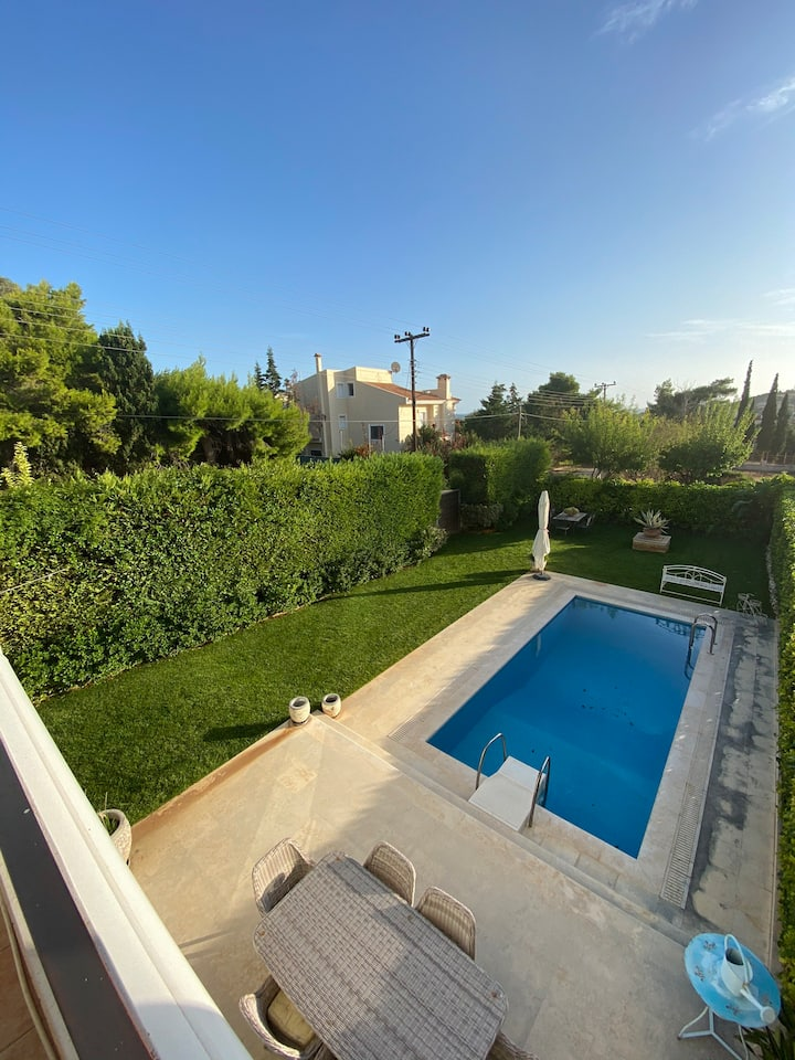 Magnificent property with private pool in Lagonisi