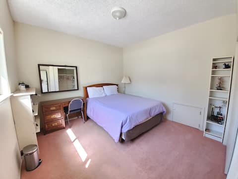 Big Peaceful Room In SF Bay near Train & Downtown