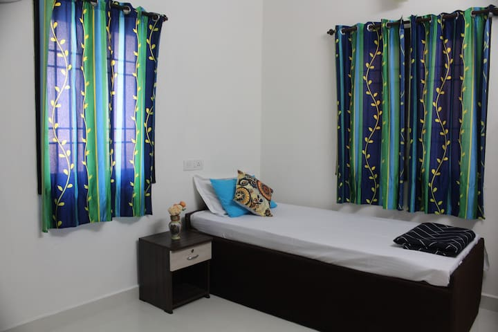 Private Bedroom with Single Bed