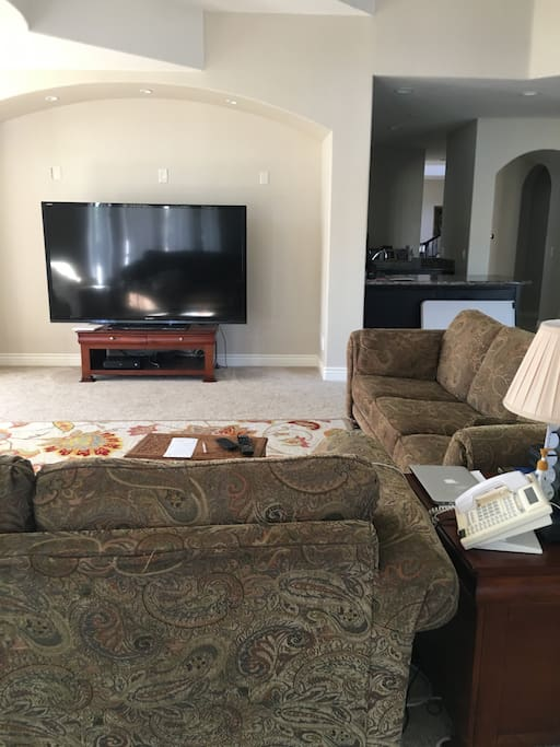 """Huge room with 80"""" TV, view of the valley for guests to enjoy"""