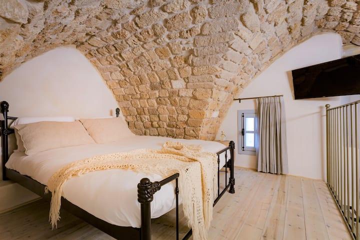 וילה סרא(1)- חדר מרהיב במלון בוטיק במבנה עתיק