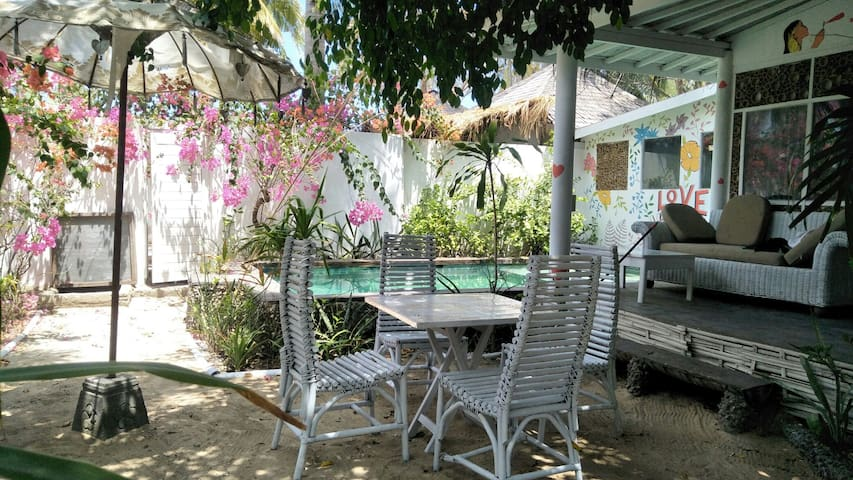 Gili Dream Villa (private pool and free bike)