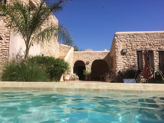 Villa avec piscine chauffée sans vis à vis. - Ghazoua