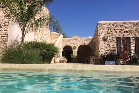Villa avec piscine chauffée sans vis à vis. - Ghazoua - Casa