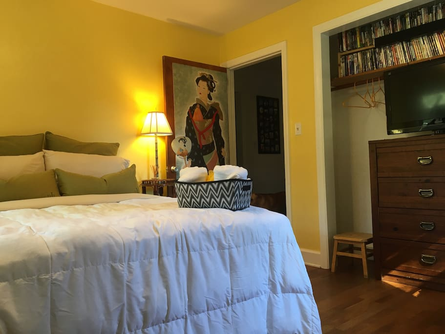"""The """"Yellow/Cadio Room"""" Queen size bed, TV with Cable, Netflix, Hulu, Amazon, DVD, Coffee maker, closet and dresser space with blackout blinds.  Two stair masters and a treadmill."""